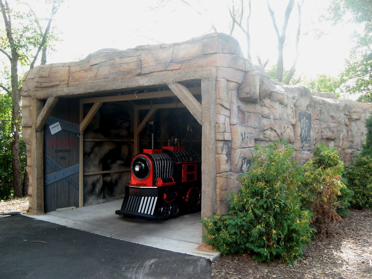 Henry-Vilas-Zoo-train-tunnel-entrance