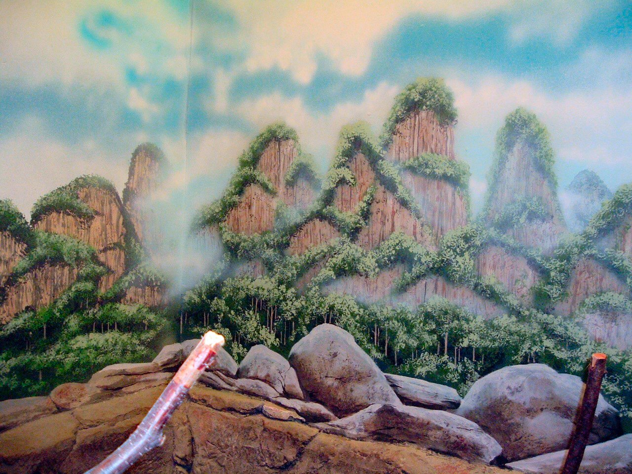 Como-Zoo-mural-carsks-painted-by-Paul-Barker