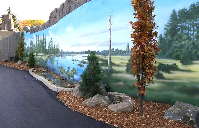 Wildwood Zoo Bears exhibit mural by Paul Barker, photo by Steve Burns